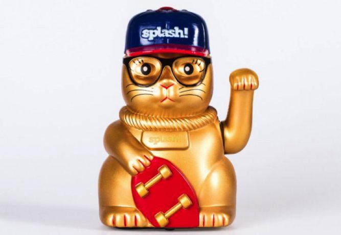 splash-festival-winkekatze-cat-with-cap